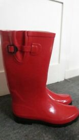 Used red rubber boots size 6/39