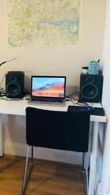 Mackie CR4 speaker almost brand new