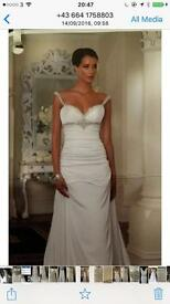 Beautiful wedding gown size 10-12