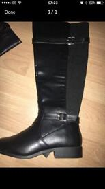 Brand new sz 5 wife fit new look boots