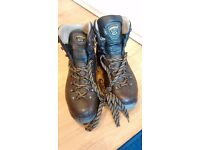 Nearly new Asolo Hiking Boots UK 11.5 great condition