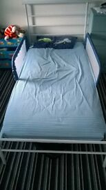 childs metal bed