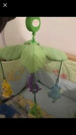Cot musical mobile and cot bumper with duvet