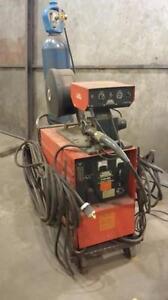 Soudeuse Mig semi-automatique Canox CP-300  fonctionnant sur le 600 volts