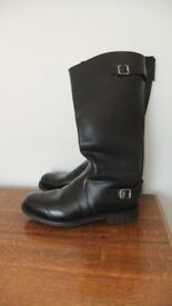 Mens size 11 Regent knee high black leather boots with commando sole