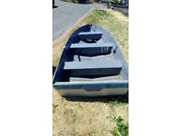 12ft aliuminm boat, very light easy moved and swivel seat