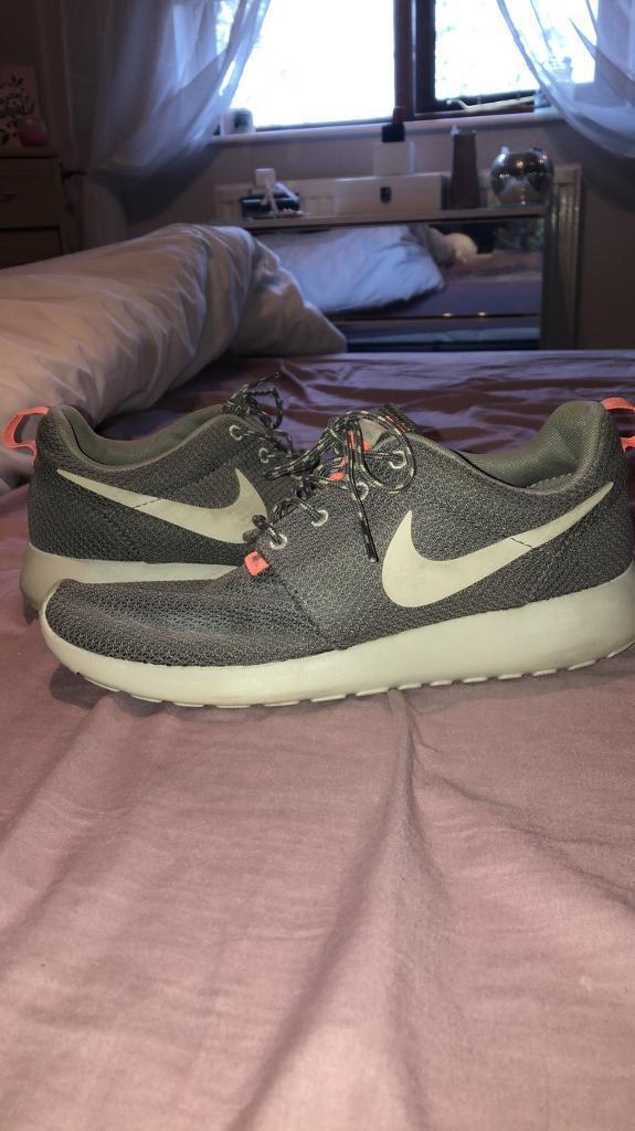 b161b7dc2b00f Women s Nike Roshe Run Size 6