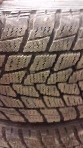4 pneus d'hiver 225/65/17 Toyo Open Country GO2 Plus, 25% d'usure, 9-10/32 de mesure
