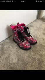 Older girls Boots size 2 ex new look