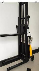 Semielectric Stacker 1.5tons 3m lift
