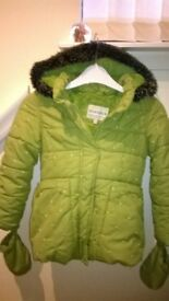 Girls warm m&s coat with mits 5-6yrs