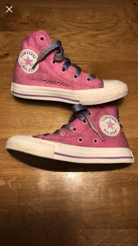 Girls converse trainers. Size 11. Good condition.  5a061d621