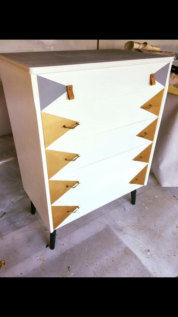 Retro chest of drawers. - north London