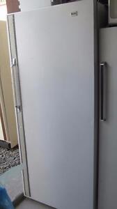 Congelateur debout, vertical-Livré: essence seulement