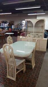 Mobilier de cuisine en chêne blanc Ensemble 4 Chaises Livraison Disponible