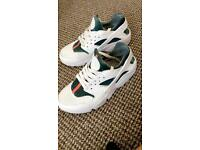 GUCCI RACHES SIZE 7 LIKE NEW