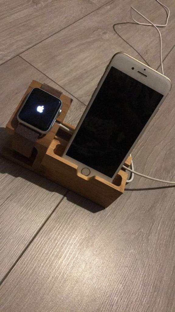 Apple Watch series 1 aluminumin Roundhay, West YorkshireGumtree - Apple Watch series 1 aluminum This Apple Watch is in great condition 1,2 minor scratches also comes with 2 Apple Watch stands,4 Apple Watch straps and charger