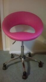 Height adjustable swivel chair