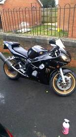 2001 Yamaha r6 black and gold