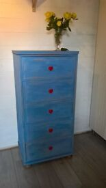 Lovely Chest of drawers w