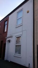 TO LET 2 bed terraced on Lovat rd only £525 pcm