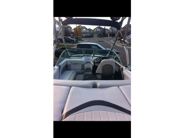 2005 Mastercraft X2 wakeboard edition