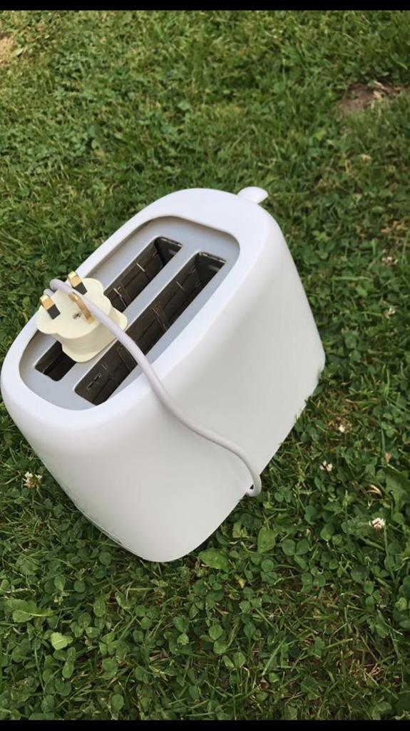 Toasterin Fakenham, NorfolkGumtree - Good working order toaster £1 collection fakenham or can deliver for little extra