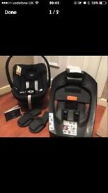 Alton mamas and papas bundle includes iso fix. Car seat, and ISO fix.