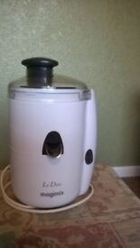 LE DUO MAGIMIX JUICE EXTRACTOR AND CITRUS PRESS. HARDLY USED!