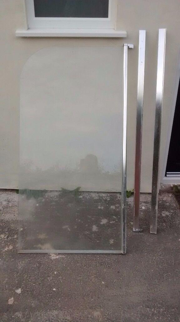 Free shower screen