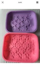 Brand new set of 2 silicone bakeware, bargain