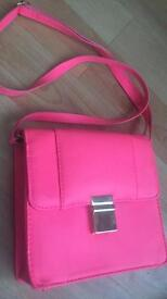 Ladies bright pink shoulder handbag