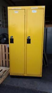 Casier 18'' porte 15'' jaune section de 2 porte