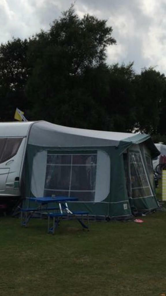 Pyramid Tuscany Awning With 2 Universal Annexes