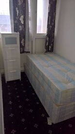 Double and single rooms available within the same flat - Excellent location and next to park