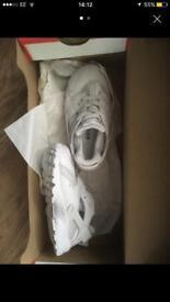 Nike huaraches white toddlers size 7.5