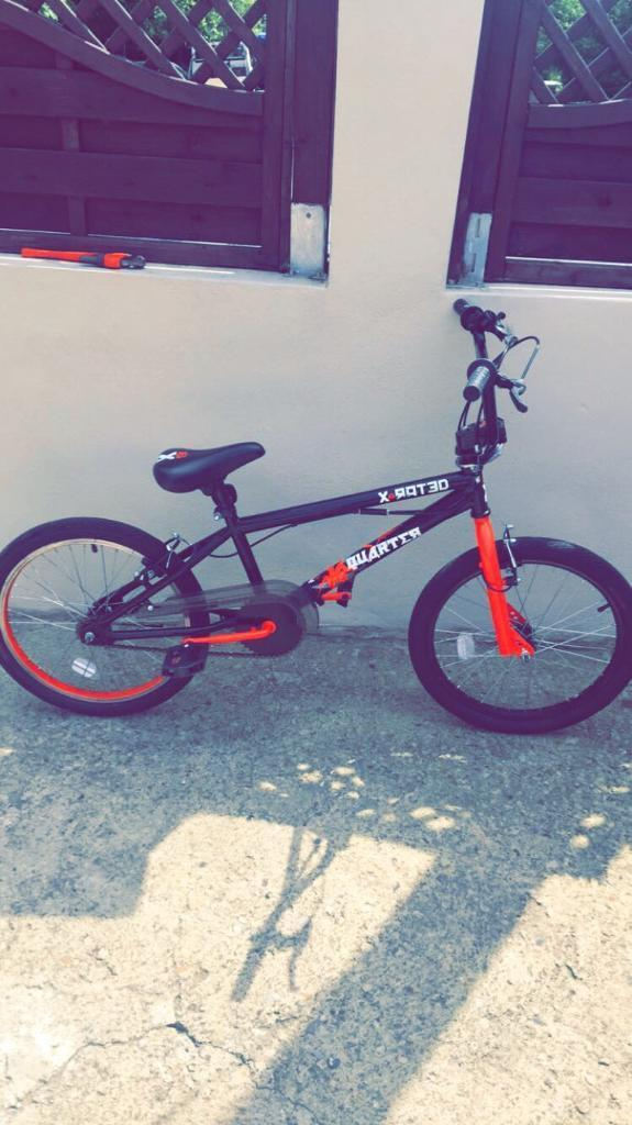 Bmx bike for salein Bradford, West YorkshireGumtree - Bmx bike for slae red and black mint conditionOnly back brake needs repairedBuyer to collect