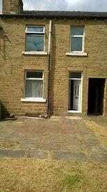 Huddersfield, Birkby, 2 Behroom rear back to back house to let