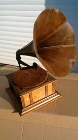 HORN GRAMOPHONE WIND UP GRAMOPHONE WOODEN HORNED GRAMOPHONE VINTAGE PHONOGRAPH VINTAGE WIND UP