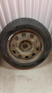 (HS2) Pneu d'Hiver - Winter Tire 215-60-17 Hankook 9-10/32