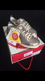 NEW in box Rare Fitflop Leather Trainers in Black or Pewter. Size 4. Cost £85. Bargain £40 a pair