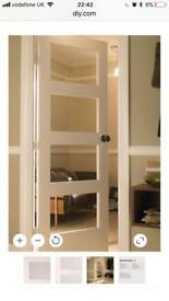 Brand New glass panelled shaker style door