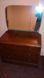 Solid chest of drawers with mirror