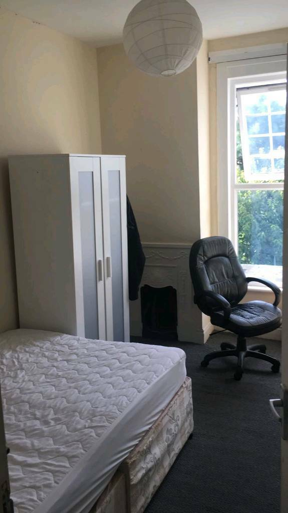 Double room for single use north London wood green