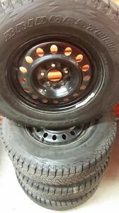 (88) Pneus d'Hiver - Winter Tires 255-75-17 Bridegstone