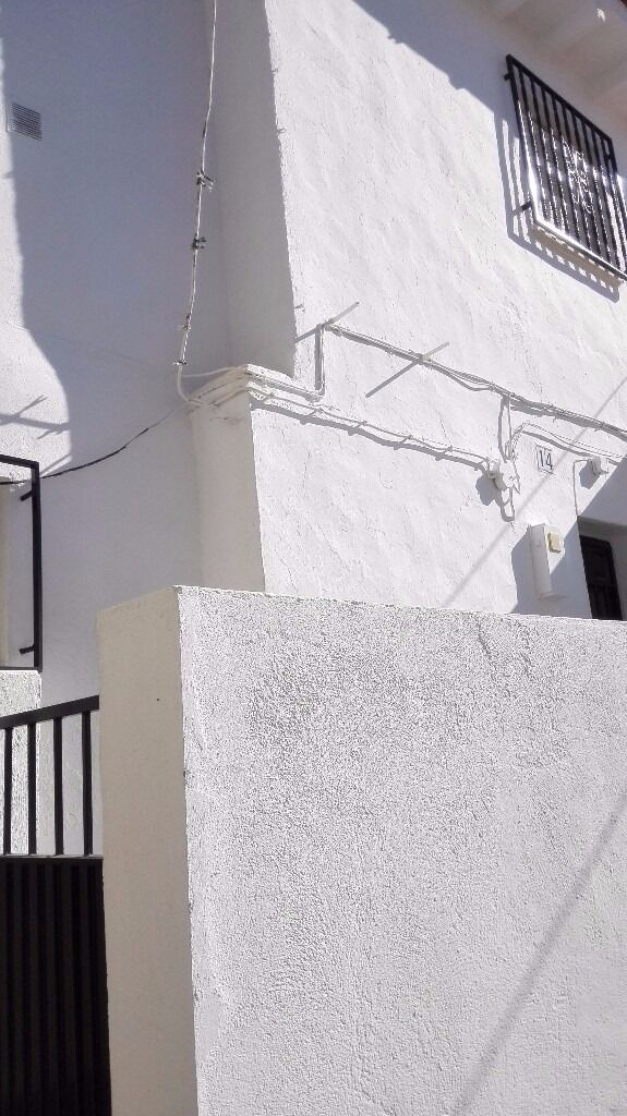 2 BED VILLAGE HOUSE VELEZ MALAGA COSTA DEL SOL WITH GREAT VIEWS. AREA FEATURED IN A PLACE IN THE SUN