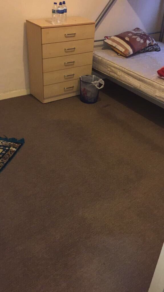 A Spacious double room available in Ilford