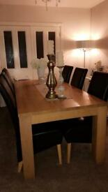 Stunning Solid Oak DiningTable (includes 6 chairs)