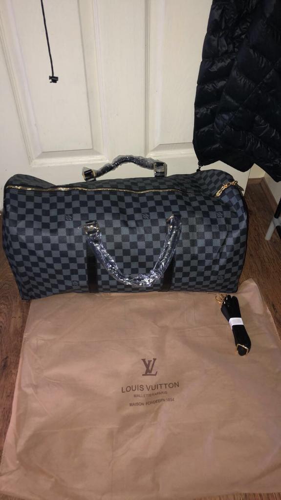 c2f12a978e5c Louis Vuitton duffle bag black