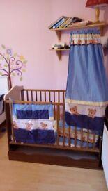 "Cot bed ""bears"" 70£-very clean"